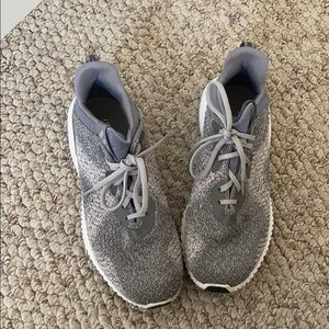 Adidas gray alpha bounce running shoes